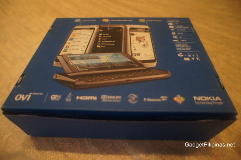 Nokia E7 Unboxing Video and Pictures