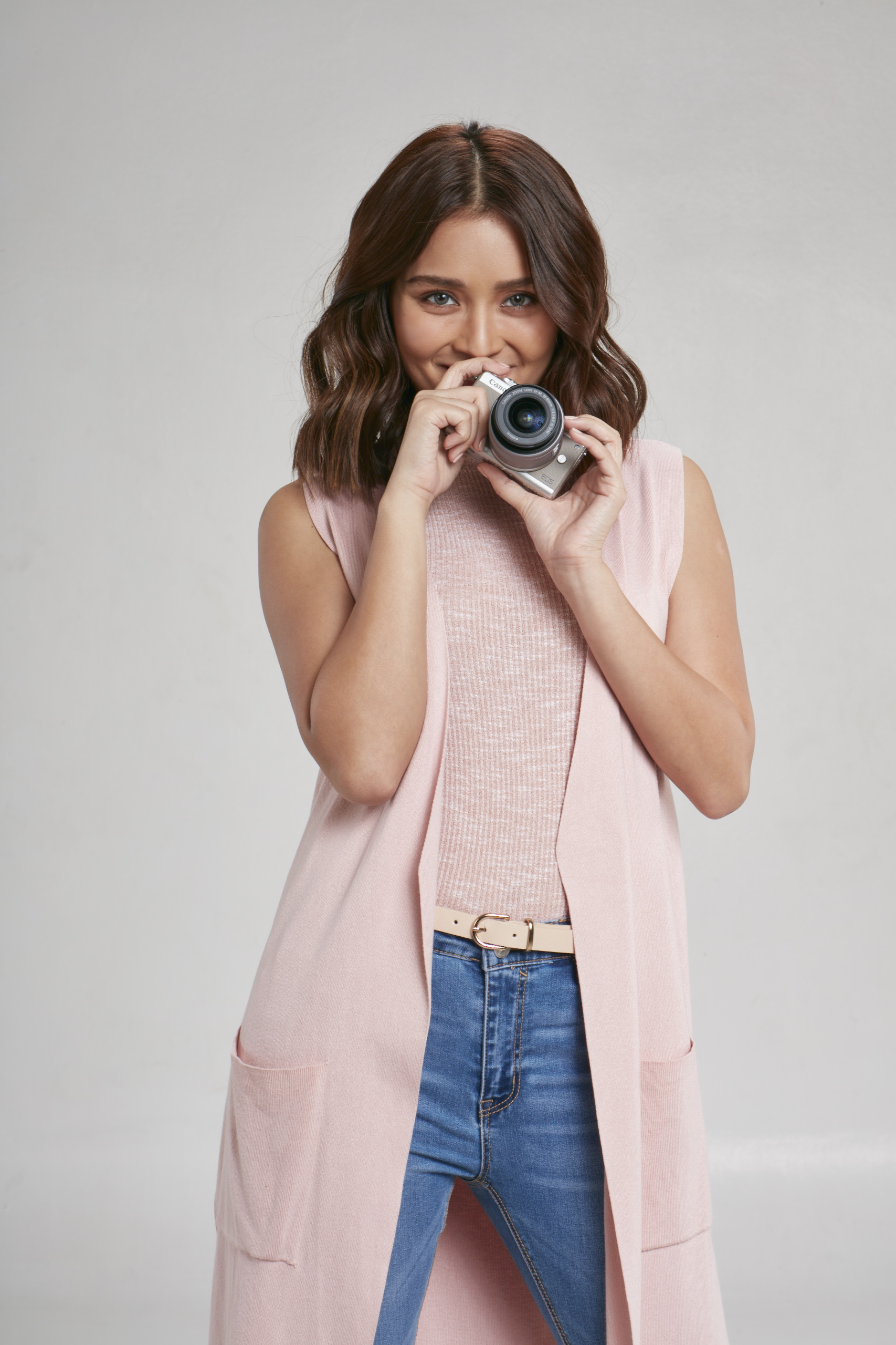 Kathryn Bernardo Gets M-powered with the Newest Canon EOS M100