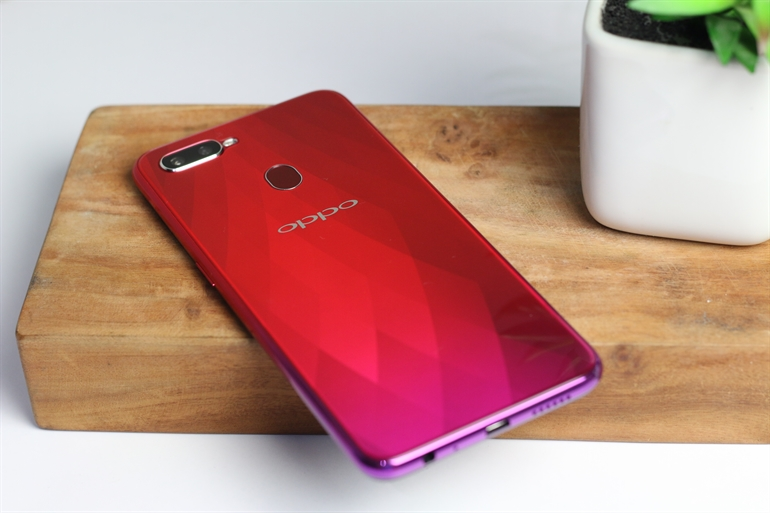 Honor Play vs OPPO F9 22 - Gaming Performance Benchmark Fight: Honor Play vs OPPO F9