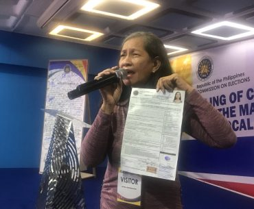 DpsiY0eUwAAwTPo.jpg large 370x305 - A Senate Hopeful said that she'll push to ban Clash of Clans and DOTA