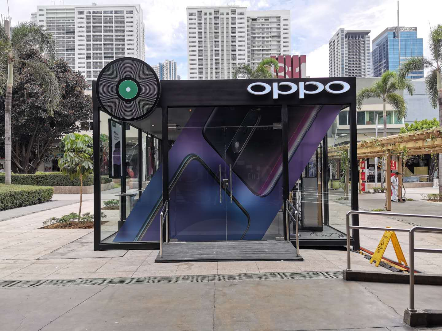 oppo pop-up store, OPPO opens their coolest pop-up store at the heart of BGC, Gadget Pilipinas